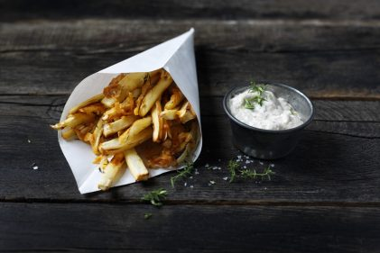 Parsnip fries with Old Amsterdam and roasted garlic dip